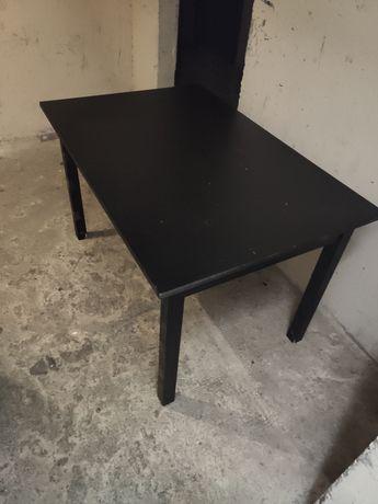 Stół z drzewa wiśniowego.