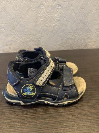 Взуття розмір 25