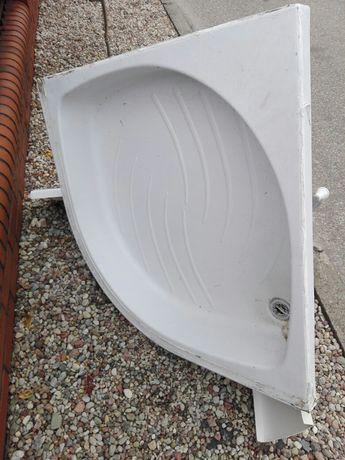 Brodzik półokrągły i osłona normalne ślady użytkowania.