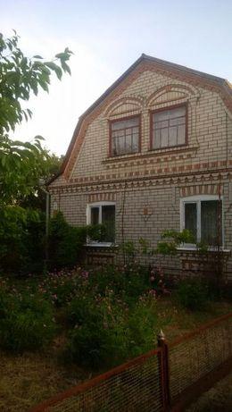 Цегляний будинок в Ладижинці. Газ, вода, гараж, нові вікна