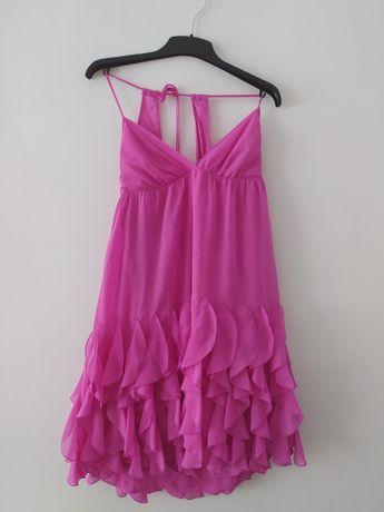 Ładna różowa sukienka falbany bufiasta