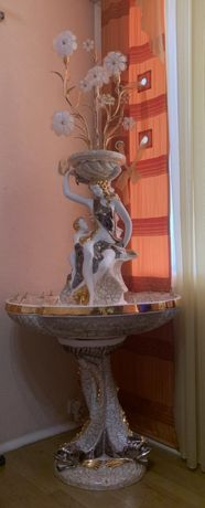 Действующий фонтан - светильником для дизайна квартиры от сети.