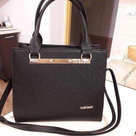 Czarna torebka do ręki i na ramię