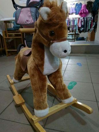 Лошадка-качалка с музыкальными эффектами
