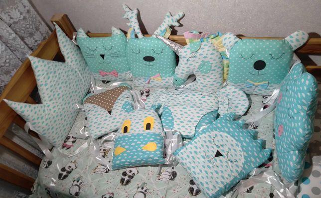 Стильные защитные бортики в кроватку. Качественные и практичные.