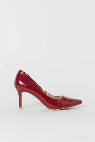 Sapatos clássicos vermelhos