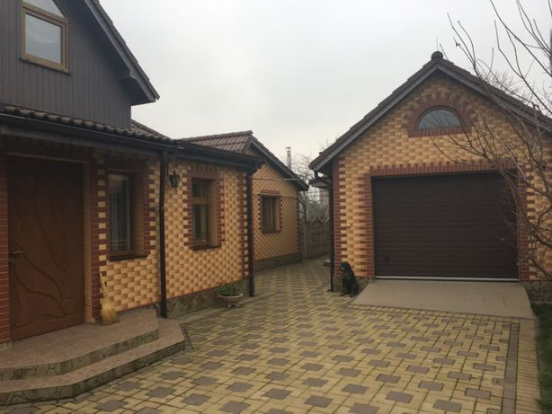 Продам будинок з меблями в гарному стані з ухоженою територією.