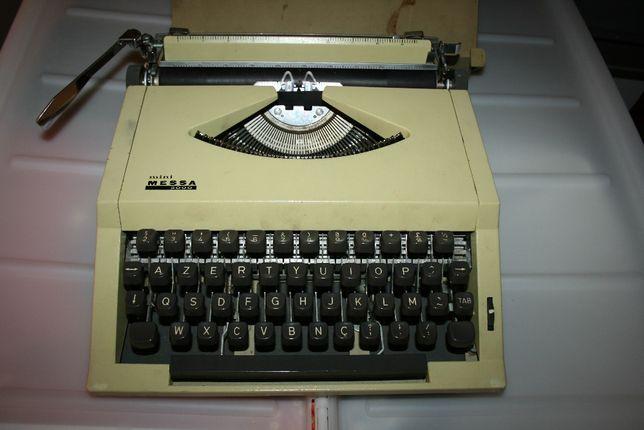 "Máquina de escrever antiga ""mini messa 2000"""