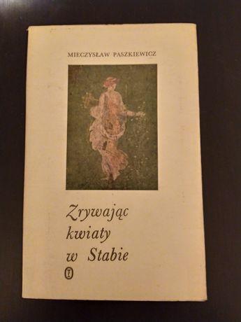 Zrywając kwiaty w Stabie Mieczysław Paszkiewicz