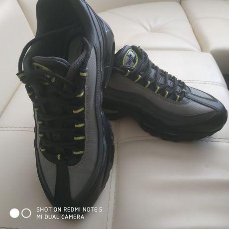 Продам кроссовки Air max 95