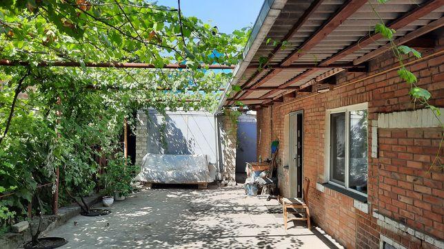 Продам дом на Второмайском с удобствами, жилой, уютний с гаражом