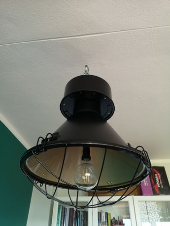 Czarna lampa loft