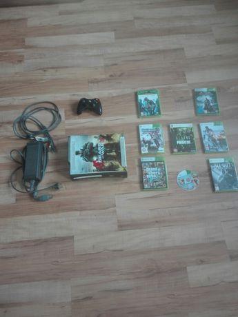 Xbox 360 + 8 gier + Pad