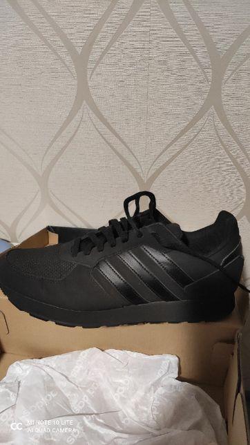 Одяг- взуття...кросівки спорт adidas
