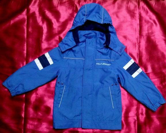 Lekka niebieska kurtka wiatrówka z kapturem 104
