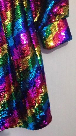 платье фирменное нарядное блестящее в паетках