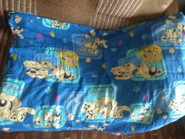 Детская постель, одеяло и плед.
