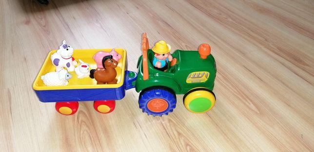 Jeżdżący traktor ze zwierzatkami