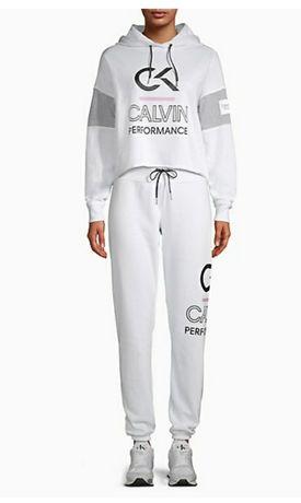 Продам костюм Calvin  Klein. (М) новый