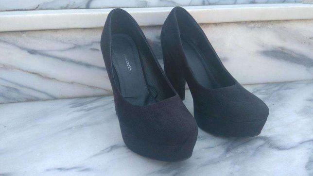Sapato preto elegante