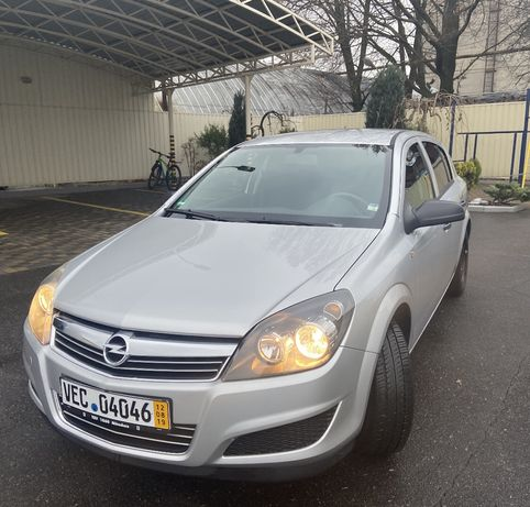 Продам Opel Astra H 2009г 1.6 бензин 102тыс. Км
