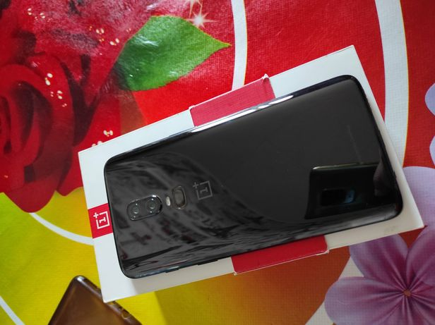 OnePlus 6 4/64 2сим