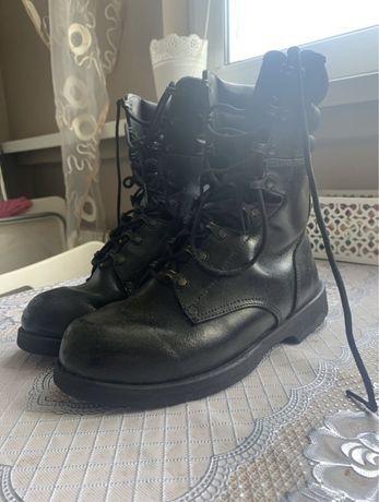 Buty wojskowe.                   .