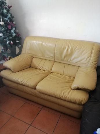 Sofá em pele usado. 80€ Negociável!