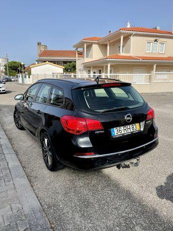 Opel Astra Sports Tourer 2013