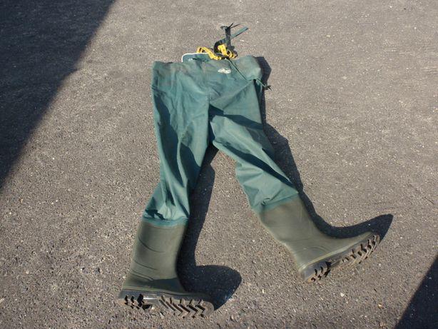 Buty rybackie ze spodniami