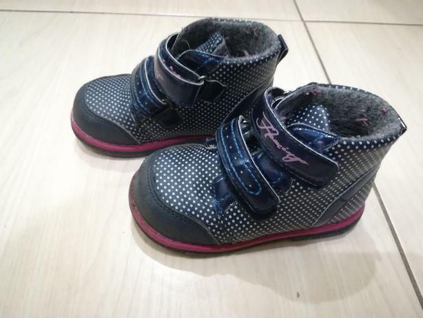 Продам демисезоннче ботинки Фламинго