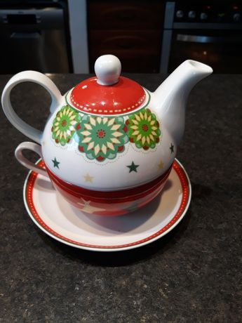 Świąteczny dzbanek z filiżanką do herbaty DUKA