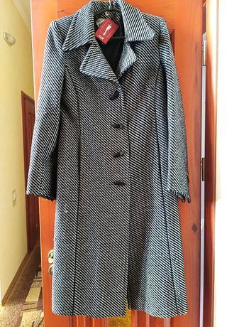 Пальто осенние, рисунок елочку, качественный пошив.