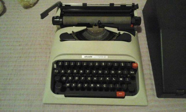 Máquina de escrever Olivetti Lettera 12