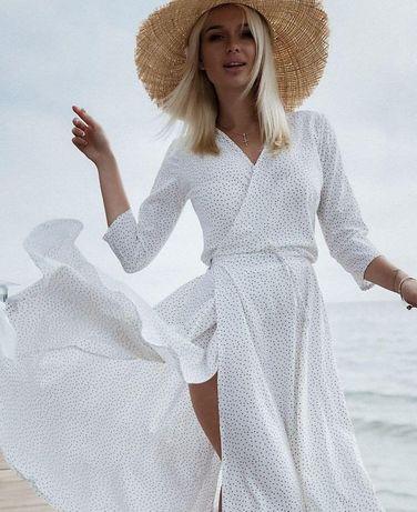 Біла сукня в горошок