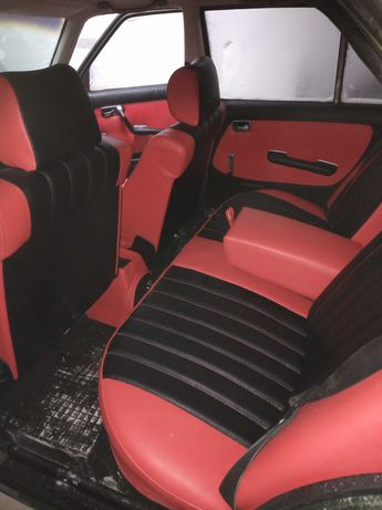 Fotele Mercedes-Benz W123 sedan Beczka komplet i tapicerkę