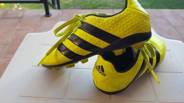 Sapatilhas de futebol Adidas. Usadas mas bem estimadas.
