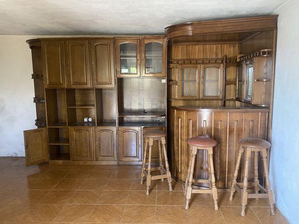 Bar de sala com bancos