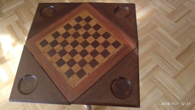 Stolik w szachownicę z opuszczanymi rogami, po renowacji