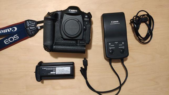 Canon EOS 1D com carregador e bateria original.