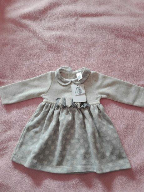 Vestido de menina, NOVO, tamanho 6 meses, cor cinza