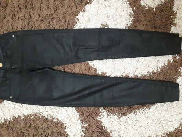 Моднячі джинси на худеньку дівчинку..