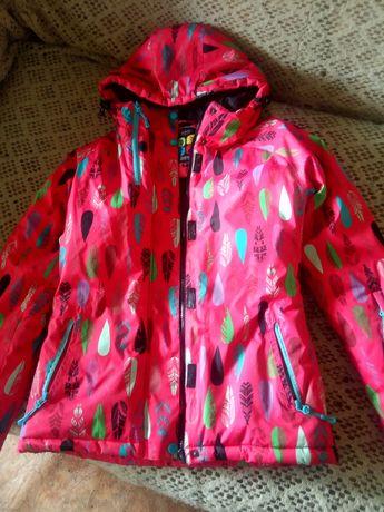 продам весенне-осеннюю куртку для девочки