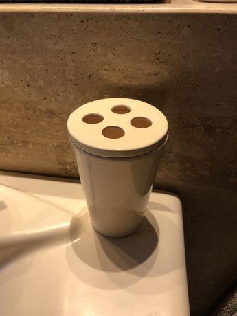 Kubek na szczoteczki do zębów nowy IKEA kubeczek ceramiczny kremowy