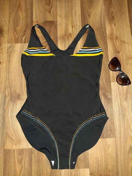 Продам купальник сдельный новый спортивный