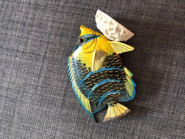 Estatueta de peixe decorativa