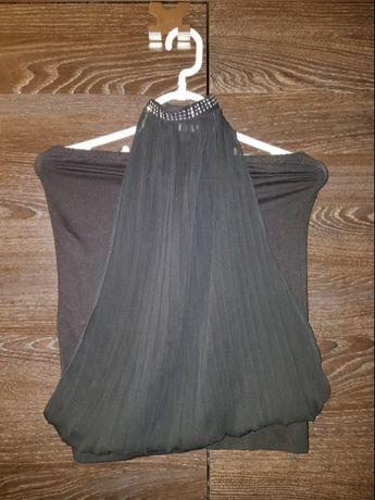 Czarna bluzka ze zdobieniem przy szyi, Sylwester, impreza