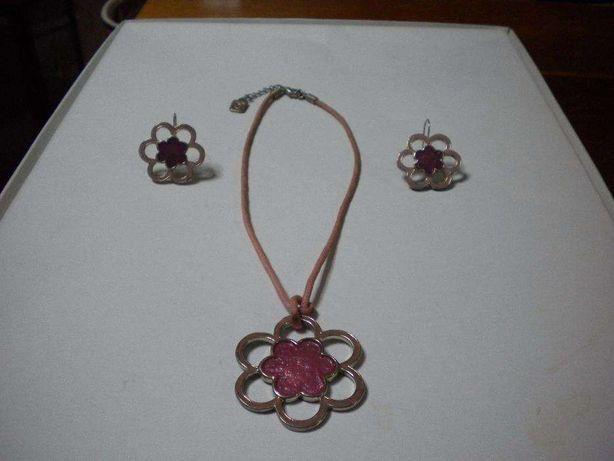 Colar + Brincos flor rosa Parfois + Batom à escolha