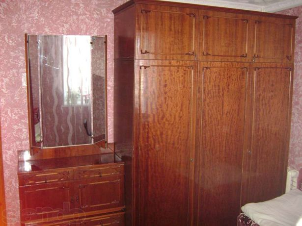 Шафа кімнатна + трюмо + тумбочки