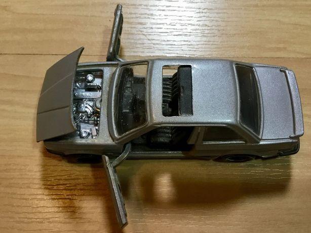 Miniatura Corgi Bmw 325 em escala 1/36